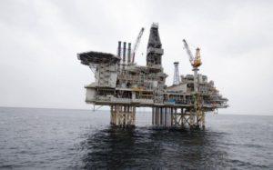 BP возобновила после профилактики добычу нефти с платформы Чираг на Каспии
